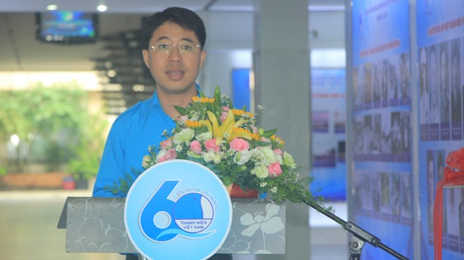 Anh Phạm Hồng Sơn, Phó bí thư, Chủ tịch Hội LHTN VN TPHCM phát biểu khai mạc triển lãm ảnh.