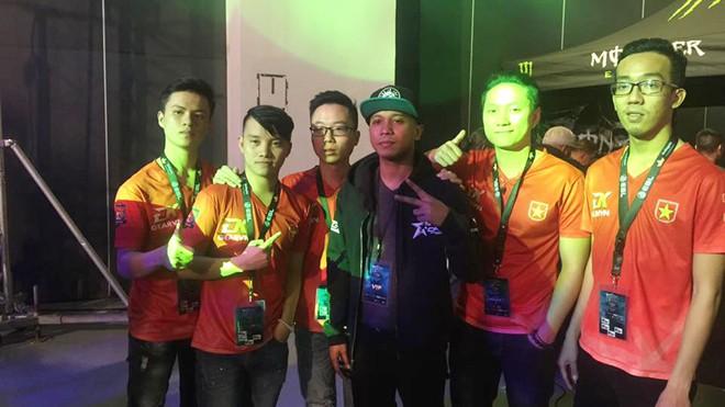 Các thành viên đội BossCFVN.HCM đại diện cho Việt Nam thi đấu tại CFSI 2016 (Philippines)