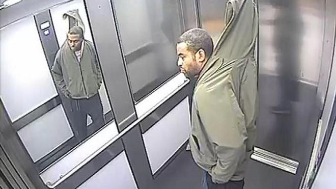 Tên trộm trong thang máy. Ảnh: PA