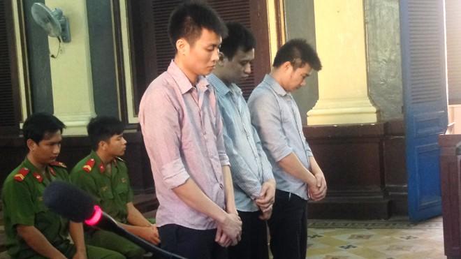 3 bị cáo tại tòa ngày 5/12. Ảnh: Tân Châu