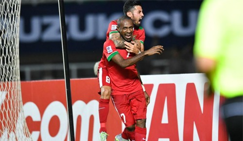 Boaz Solossa ăn mừng bàn thắng vào lưới Việt Nam trong trận bán kết lượt đi.
