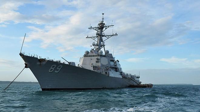Tàu khu trục Mỹ cập cảng Cam Ranh