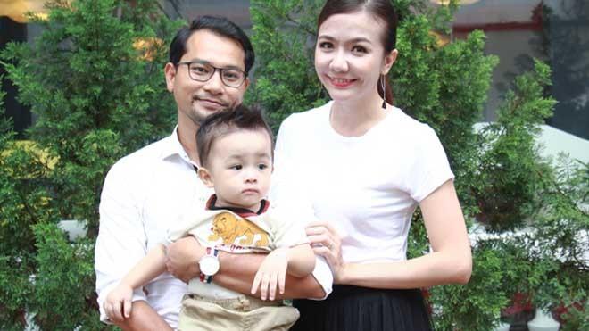 Vợ chồng Huỳnh Đông - Ái Châu và con trai trắng trẻo, bụ bẫm.