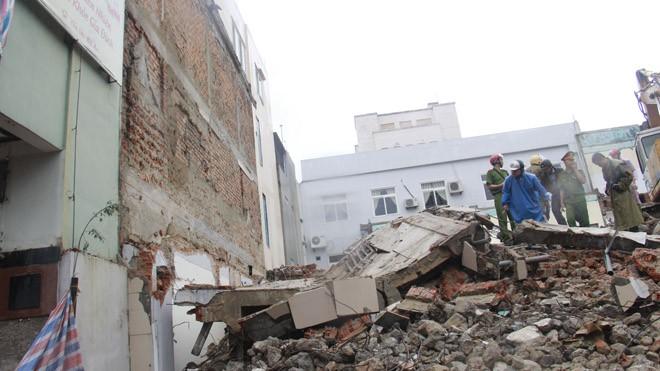 Hiện trường vụ sập tường làm nhiều người thương vong. Ảnh: Thanh Trần.