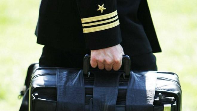 Tổng thống đương nhiệm trả lại chiếc vali hạt nhân cùng thẻ kích hoạt cho Lầu Năm Góc, nơi sẽ khởi động một quy trình hoàn toàn mới cho tổng thống kế nhiệm. Ảnh: Getty.