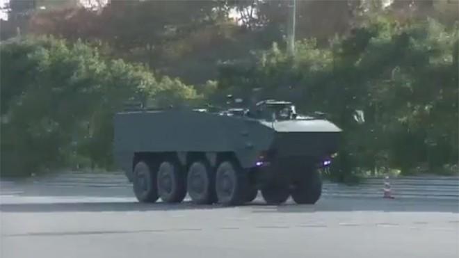 Nhật Bản ra mắt xe thiết giáp chạy 90 km/h