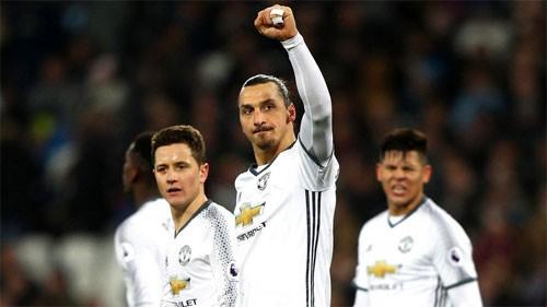 Ibra (giữa) hòa nhập rất nhanh với bóng đá Anh. Ảnh: Reuters
