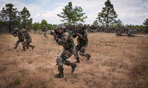 Đặc nhiệm Ấn Độ trong một cuộc tập trận. Ảnh: MensXP