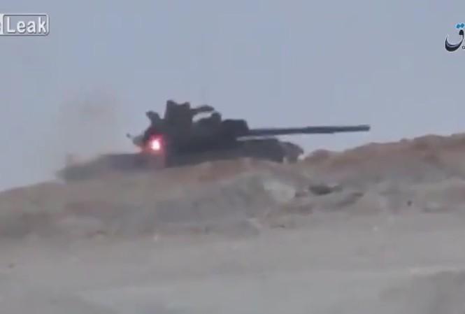 Kíp lái xe tăng Syria thoát chết khi trúng tên lửa TOW
