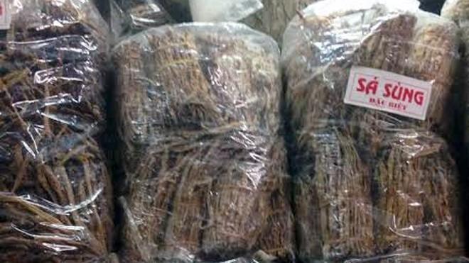 Sá sùng được bán với số lượng lớn tại chợ Đồng Xuân.