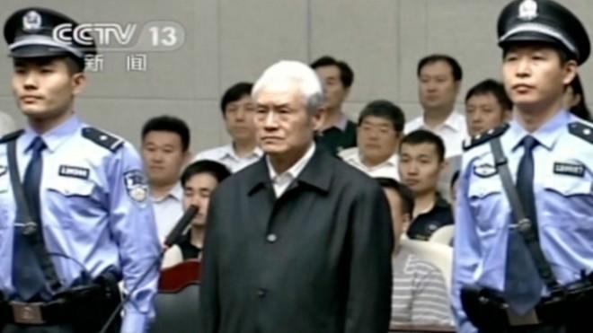 Năm 2015, cựu ủy viên thường vụ Bộ Chính trị, cựu Bộ trưởng Công an Trung Quốc Chu Vĩnh Khang bị kết án tù chung thân vì tội nhận hối lộ, lạm dụng quyền lực và cố ý làm lộ bí mật nhà nước. Ảnh: CCTV