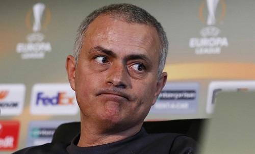 Mourinho trong buổi họp báo trước trận gặp Saint-Etienne. Ảnh: Reuters.