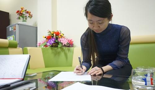 Cô giáo Thuỳ Linh bị sa thải sau hơn 2 tháng thử việc tại trường Thanh Xuân Nam. Ảnh: Lê Hoàng.