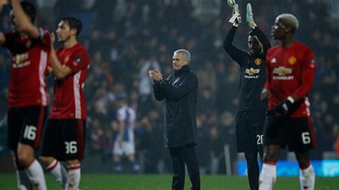 Mourinho thường dùng đội hình mạnh cho các trận Cup FA mùa này, bất chấp lịch đấu dày đặc của Man Utd. Ảnh: Reuters.