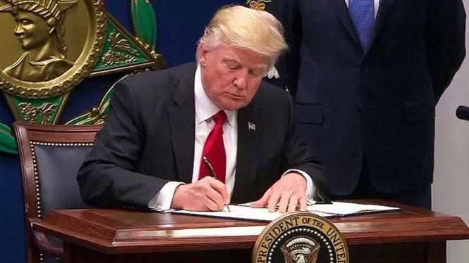 Radio Thế giới 24h: TT Trump hoãn ban hành sắc lệnh liên quan đến nhập cảnh