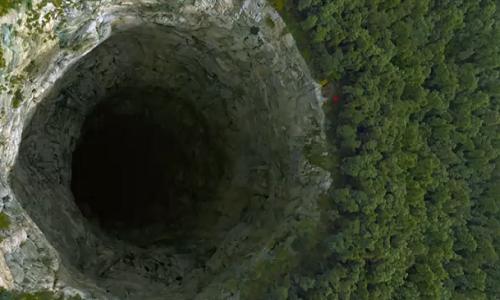 Nếu đào xuyên qua Trái Đất, chúng ta sẽ có một lỗ dài 12.742 km. Hình minh họa: Wordpress.
