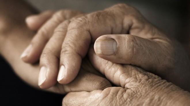 Những nguyên nhân nguy hiểm dẫn đến tê tay