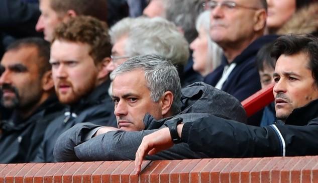 """Mourinho lại cho CĐV dùng """"thuốc ngủ"""" giống Van Gaal"""