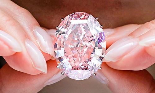 Pink Star được bán với mức giá hơn 71,1 triệu USD. Ảnh: CNN