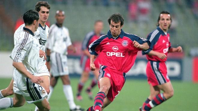 """Mùa giải 1999-2000, Real Madrid thua nặng nề Bayern ở vòng bảng nhưng họ đã loại """"Hùm xám"""" ở bán kết"""