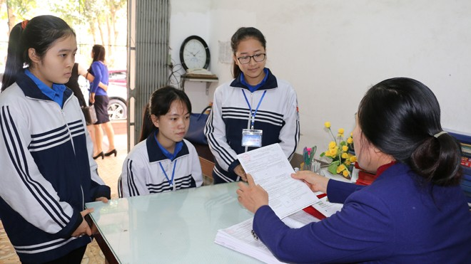 Học sinh đăng ký dự thi Kỳ thi THPT Quốc gia 2017
