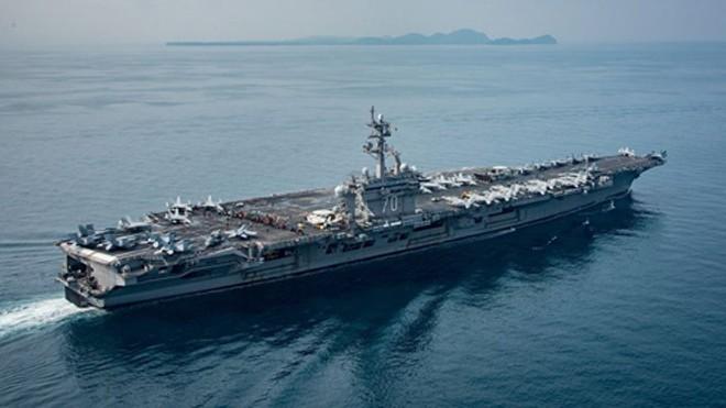 Tàu sân bay USS Carl Vinson di chuyển qua Indonesia hôm 15/4. Ảnh: US Navy
