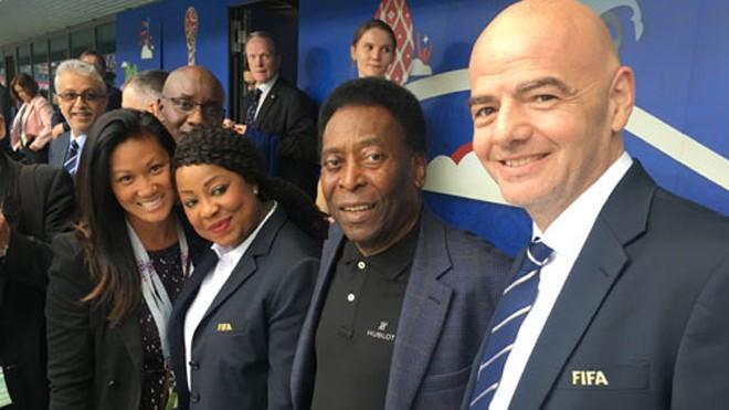 Từ trái qua phải: Theresa Tran, Tổng thư ký FIFA Fatma Samoura, Pele, Chủ tịch FIFA Gianni Infantino trong trận khai mạc Confederations Cup 2017. Ảnh: NVCC.