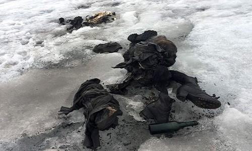 Xác ướp lộ ra vì sông băng tan chảy. Ảnh: AFP.