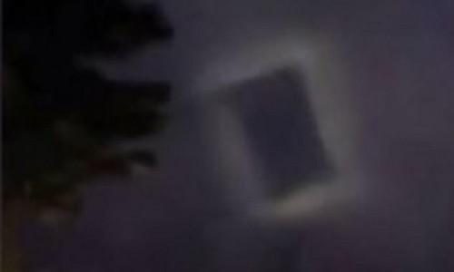 Vật thể hình chữ nhật bay lơ lửng trên bầu trời thành phố Tế Nam, Trung Quốc (Ảnh: Dailymail)