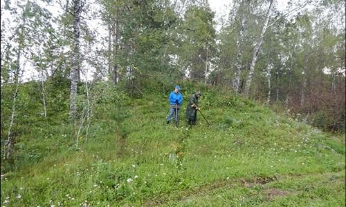 Các nhà khoa học nghiên cứu những bức tường thành nằm dưới lớp đất dày. Ảnh: Andrey Borodovsky.