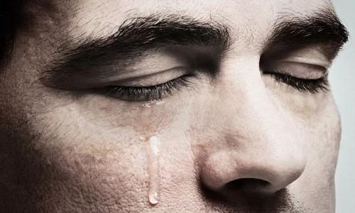 Nước mắt có thể trở thành nguồn điện trong tương lai. Ảnh: aastock.