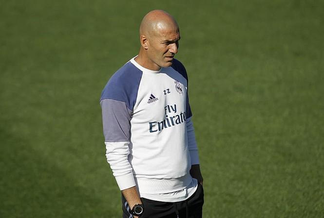 HLV Zinedine Zidane lo lắng về nhân sự của Real Madrid.