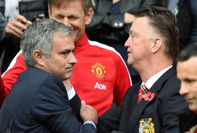 """HLV Mourinho cố gắn xóa bỏ """"triết lý Van Gaal"""" tại M.U."""
