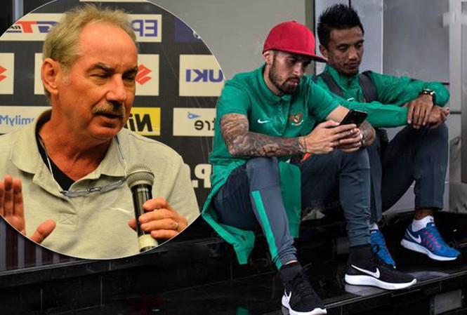 HLV Riedl cấm cầu thủ Indonesia chơi đêm ở Hà Nội.