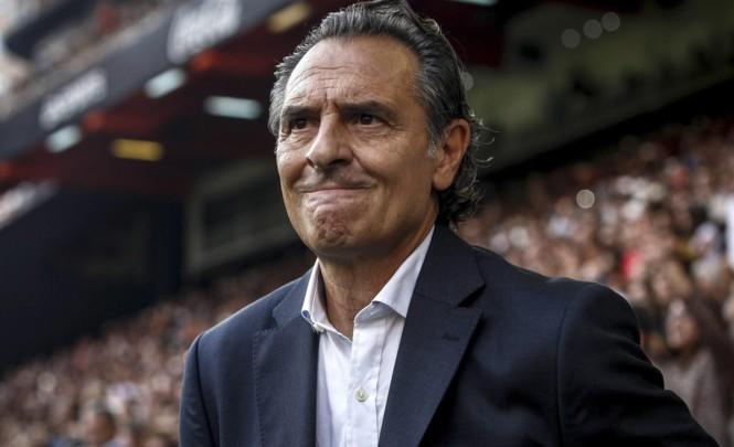HLV Cesare Prandelli bức xúc vì bị học trò ở Valencia phản bội.