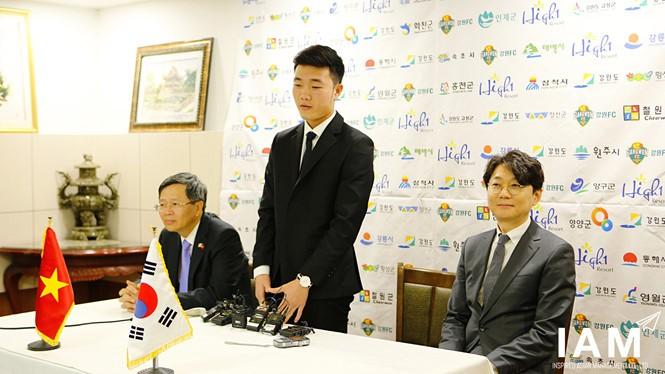 Xuân Trường ra mắt Gangwon FC.