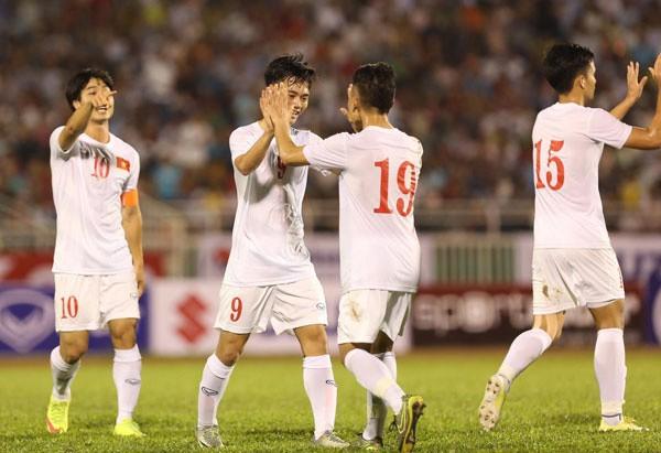 Các cầu thủ U23 Việt Nam ăn mừng bàn thắng. Ảnh: Vnexpress