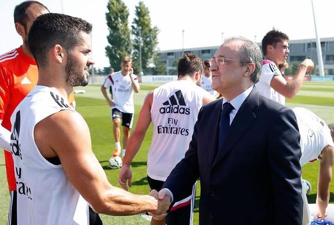 Isco khiến Chủ tịch Florentino Perez không hài lòng.