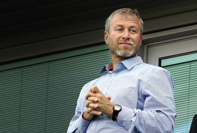 Tỷ phú Roman Abramovich bán lại cổ phần ở Chelsea cho công ty Trung Quốc.