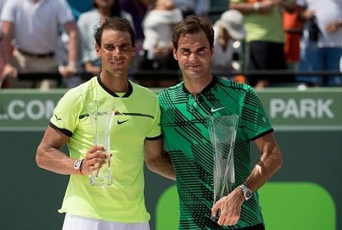 Roger Federer thắng áp đảo Rafael Nadal.