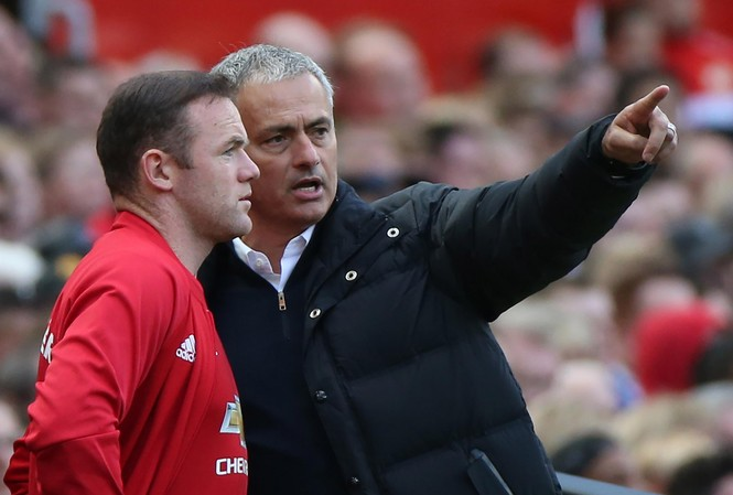 "HLV Mourinho lại ""trảm"" Rooney."
