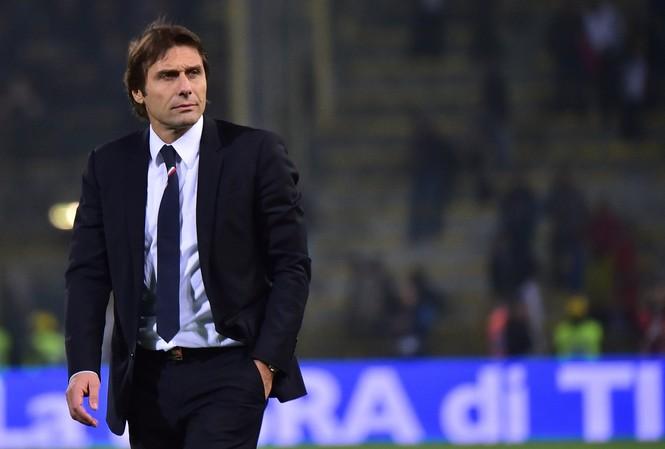 HLV Conte M.U nên buông Premier League.