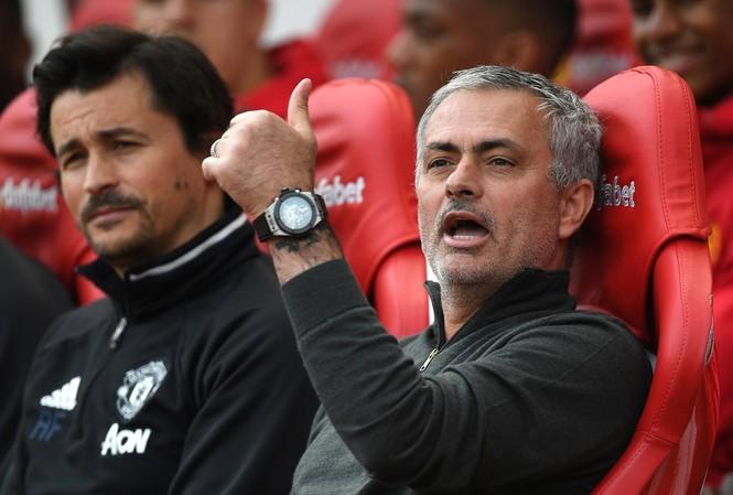 HLV Mourinho hài lòng khi các học trò hạ Chelsea một cách thuyết phục.