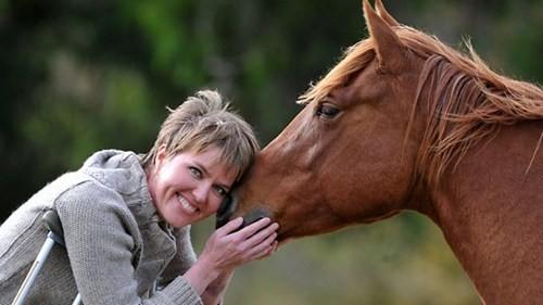 Chị Tamara Coakley trở lại cuộc sống nhờ được truyền máu bò