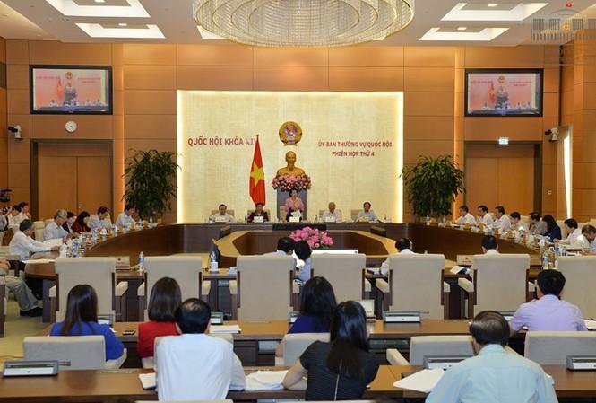 """Uỷ ban Thường vụ Quốc hội đề nghị Chính phủ chuẩn bị lại dự án """"một luật sửa nhiều luật"""""""