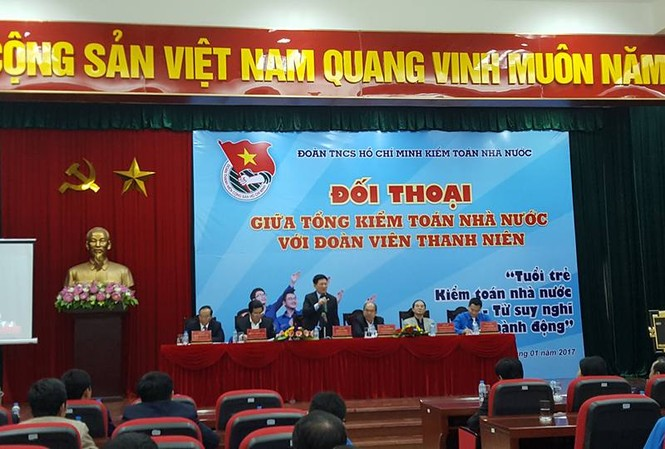 Tổng KTNN Hồ Đức Phớc đối thoại với đoàn viên thanh niên sáng 6/1.