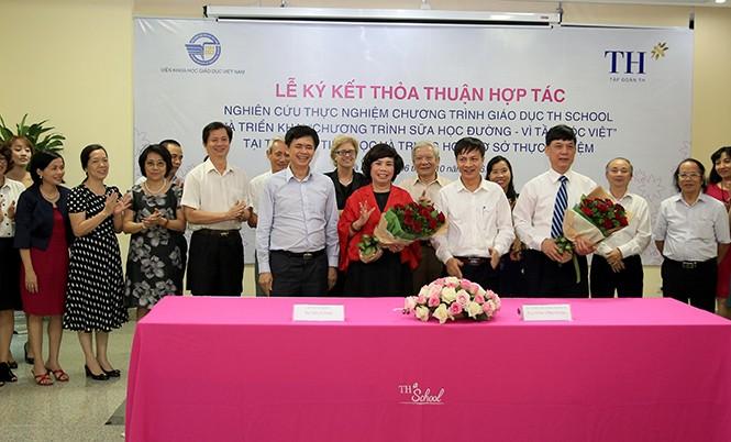 Lễ ký kết giữa Tập đoàn TH và Viện Khoa học giáo dục