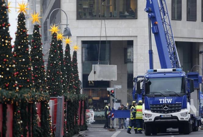 Đức mở lại chợ Giáng sinh sau thảm họa khủng bố