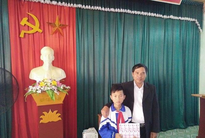 Em Nguyễn Sỹ Tiến Học được nhà trường tuyên dương.