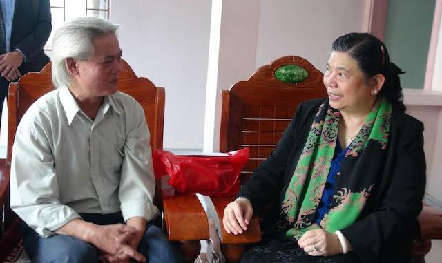 Phó Chủ tịch Quốc Hội Tòng Thị Phóng tri ân các anh hùng liệt sỹ ở Quảng Trị